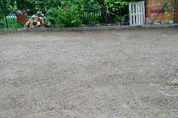 Hrnčiarovce- výsev trávnika a výsadba drevín